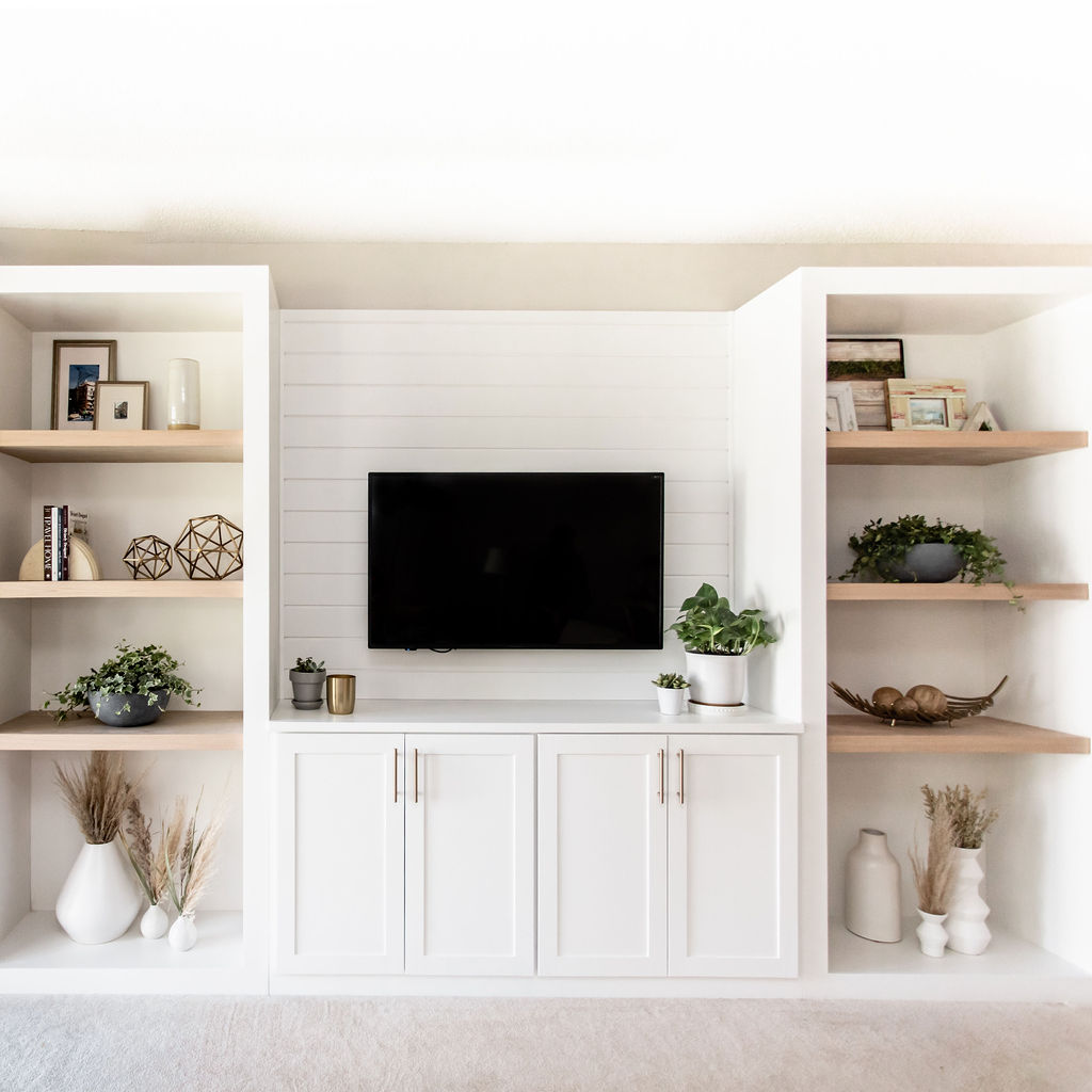 living room built in cabinetry / construction2style